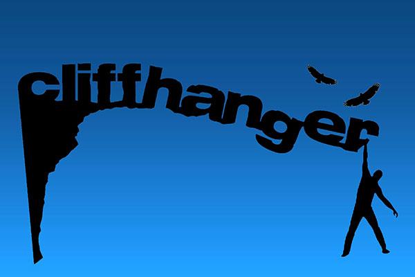 La palabra Cliffhanger emulando un precipicio y un hombre colgando de la última letra
