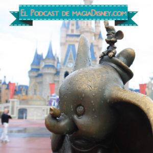 Foto de un parque Disney con Dumbo en primer plano