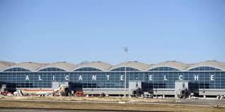 Exteriores de la terminal del aeropuerto de Alicante-Elche