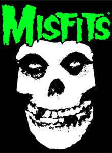 Foto calavera con el texto Misfits