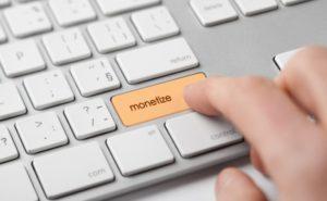 """Un teclado de ordenador con una tecla que dice """"monetize"""""""
